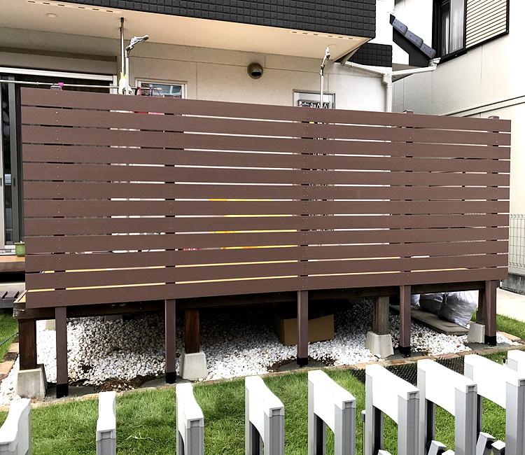オープンデッキ前面への人工木フェンス設置完成!