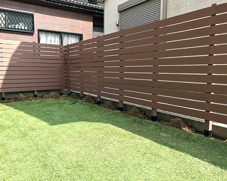 オープン外構への人工木フェンス完成!
