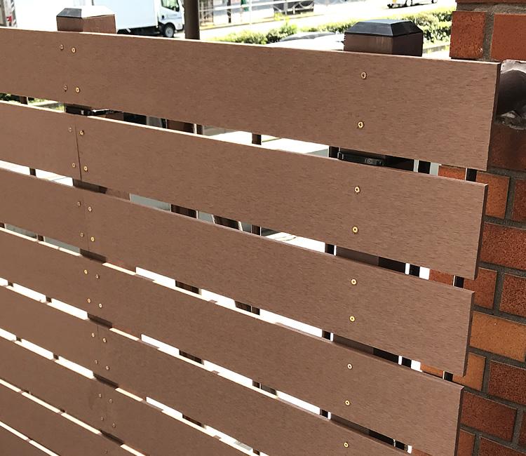 板材の隙間は15mmにて設置